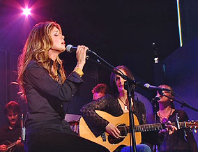 Faith Hill and Lori McKenna perform 'Fireflies'