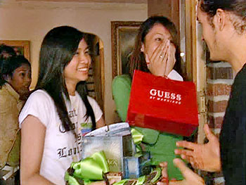 Orlando Bloom surprises Jessica (left).