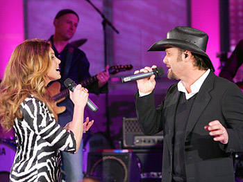Faith Hill and Tim McGraw perform