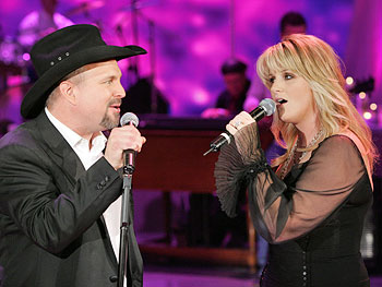 Garth and Trisha perform 'Love Will Always Win'