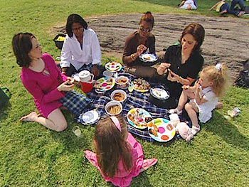 Soledad O'Brien and friends picnic in Central Park