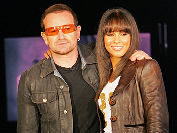 Alicia Keys and Bono performing 'Don't Give Up (Africa)'
