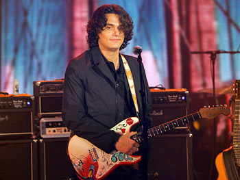 John Mayer performs 'Waiting on the World to Change.'