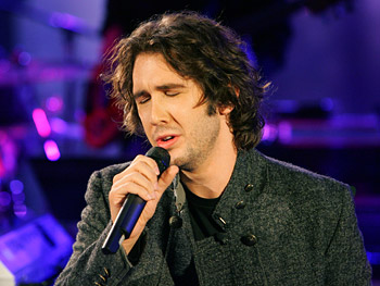 Josh Groban sings 'So She Dances.'