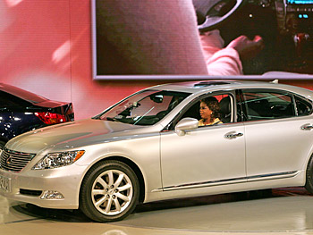 Oprah parks the new Lexus without lifting a finger.