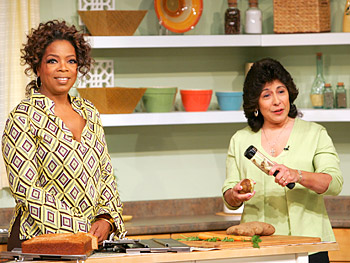 Annette demonstrates the Veggie Peel for Oprah.