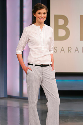Seersucker pants are paired with a 3/4-sleeve blouse.