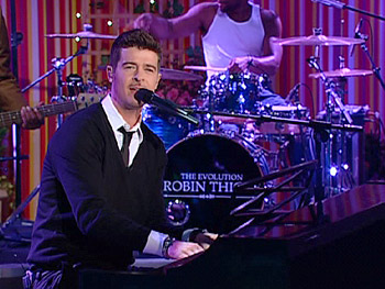 Robin Thicke performs 'Complicated.'