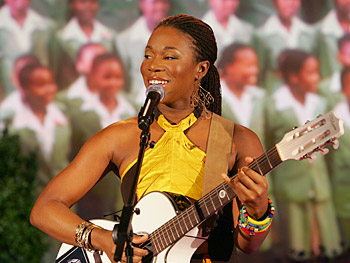 India.Arie performs 'Beautiful Flower.'