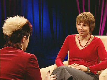 Psychic medium Lisa Williams tries to read a skeptic.