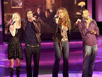 Evan Rachel Wood, Jim Sturgess, Dana Fuchs and Martin Luther McCoy perform.