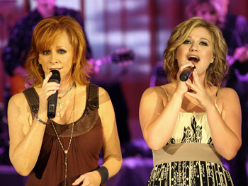 Reba and Kelly sing 'Because of You.'
