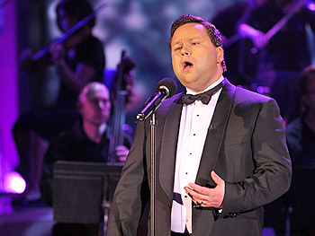Paul Potts singing opera