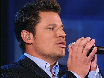 Nick Lachey sings 'Ordinary Day.'