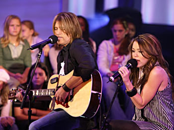 Billy Ray and Miley perform 'Ready, Set, Don't Go.'