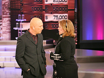 Howie Mandel chats with a crew member.