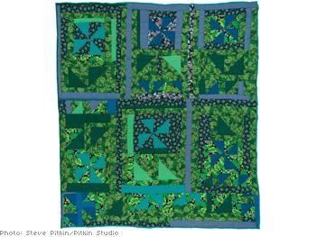 Housetop variation quilt by Essie B. Pettway