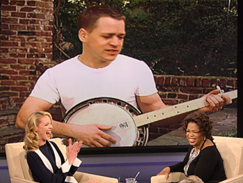 T.R. Knight sings a song for Katherine