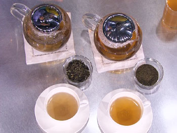 Green and white teas can reduce aging.