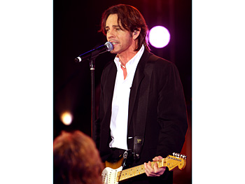 Rick Springfield performs 'Jessie's Girl.'