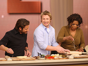 Jamie Oliver shows Oprah and Nate how to make pizza.