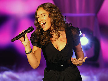 Leona Lewis sings 'Bleeding Love'