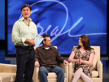 Dr. Oz talks to the audience.