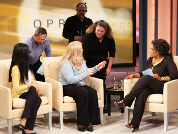 Lisa Ling, Elissa Wall and Oprah get ready for the next segment.