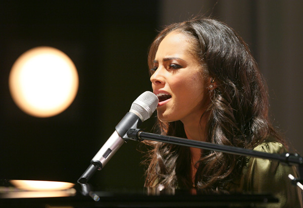 Alicia Keys performs the song Superwoman.