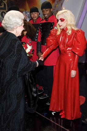 Lady Gaga's Queen Elizabeth outfit