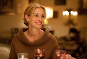 Julia Roberts eats in Italy.