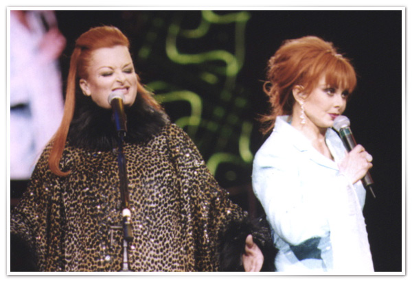 Naomi and Wynonna Judd in 1999