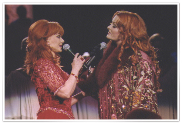 The Judds sing together in 1999.