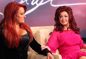 Wynonna and Naomi Judd are going back on tour.