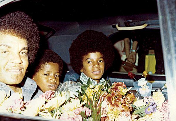 Michael and Randy Jackson in the car with Joe Jackson