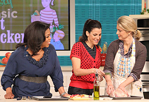 Jessica Seinfeld, Ali Wentworth and Oprah roast a chicken.