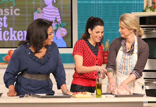 Oprah, Jessica Seinfeld and Ali Wentworth roast a chicken.