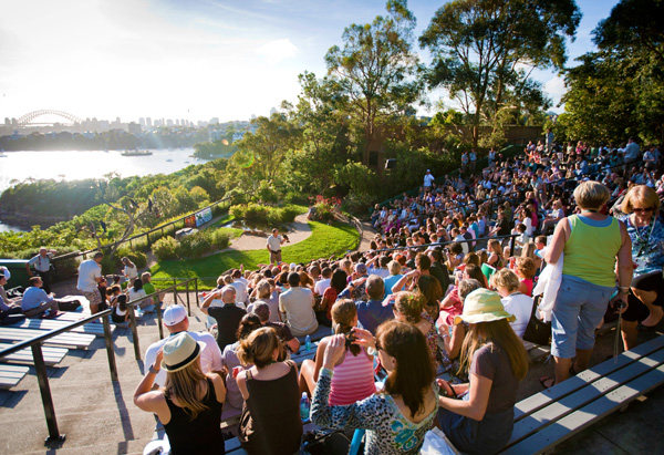 Oprah's Ultimate Viewers are entertained with The Bird Show at Taronga Zoo.