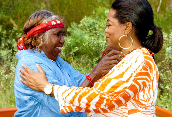 Oprah receives a gift from Judy, one of the guides at Uluru