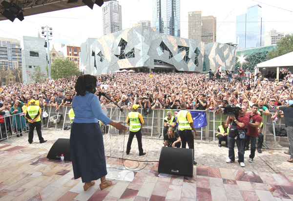 Oprah greets the crowd in Melbourne