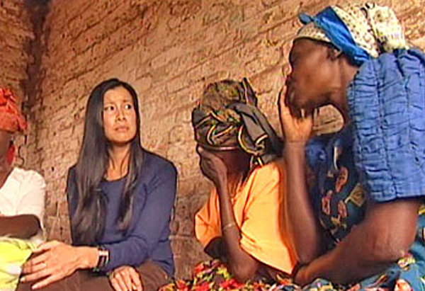 Lisa Ling and Congolese women