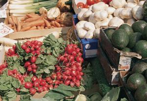 Eat seasonal food and save $130.